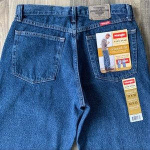 32x30 NWT WRANGLER Relaxed Fit Jeans 97601DR